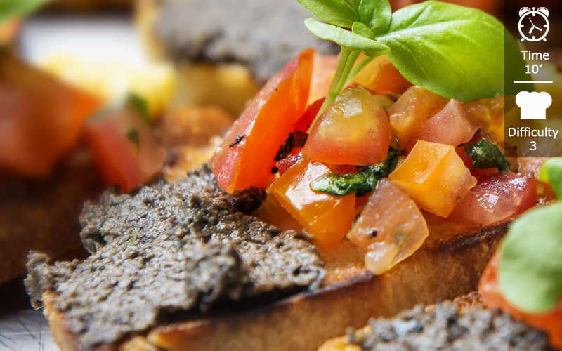Bruschetta with olive paste en